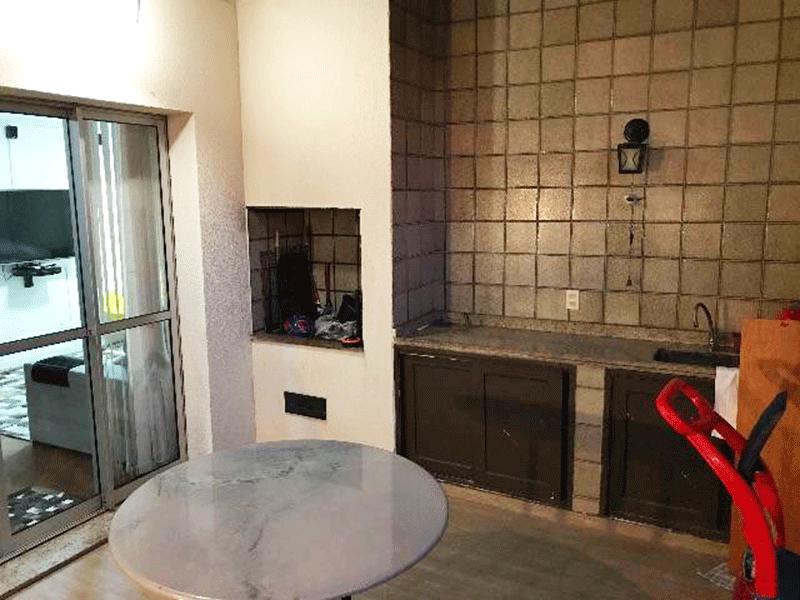Ipiranga, Cobertura Duplex-Varanda gourmet com churrasqueira e pia de granito com gabinete.
