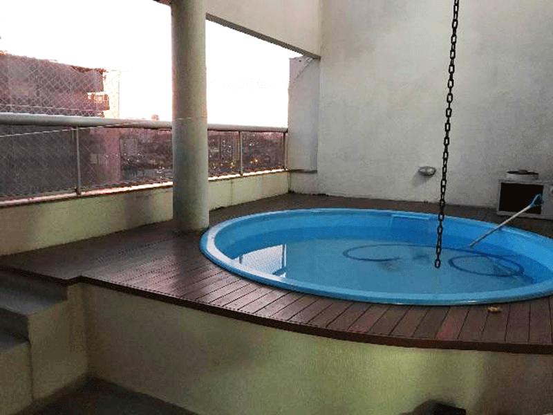 Ipiranga, Cobertura Duplex-Área externa com deck de madeira, piscina privada, aquecida, fechamento envidraçado e com tela de proteção.