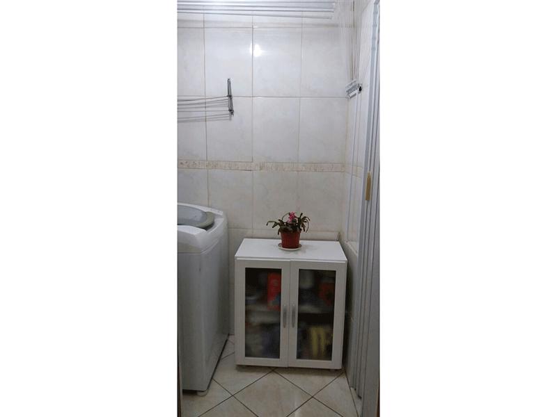 Sacomã, Apartamento Padrão-Área de serviço com piso de cerâmica e varal de teto.