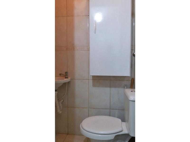 Sacomã, Apartamento Padrão-Banheiro de serviço com piso de cerâmica e pia tradicional.