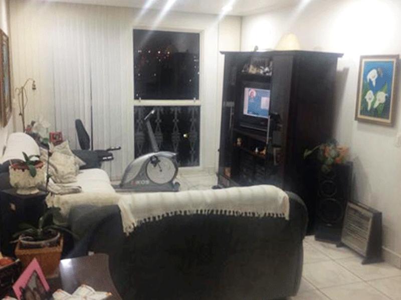Jabaquara, Apartamento Padrão - Sala em L com piso de cerâmica e teto com sanca de gesso.