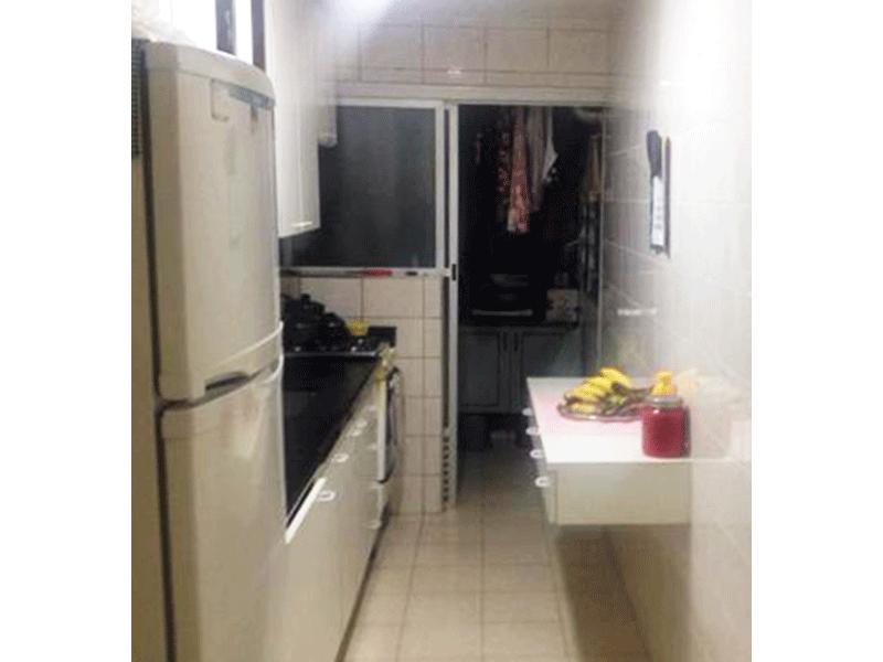 Jabaquara, Apartamento Padrão-Cozinha com piso de cerâmica, pia com gabinete e armários.