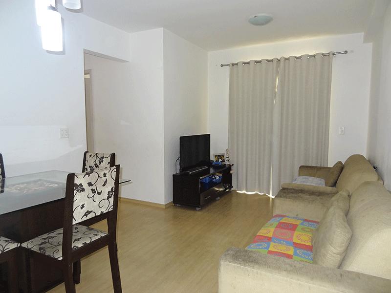 Sacomã, Apartamento Padrão - Sala em L com piso laminado e acesso à varanda.