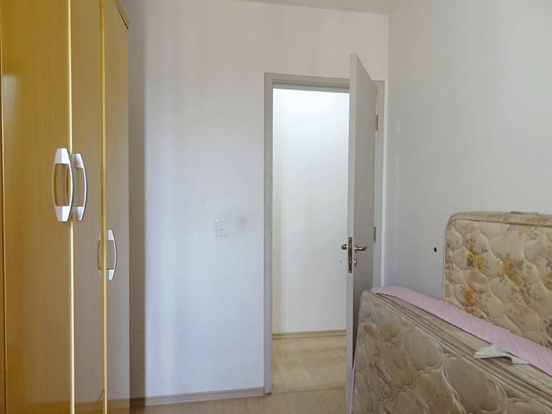Sacomã, Apartamento Padrão-2º dormitórios com piso laminado.
