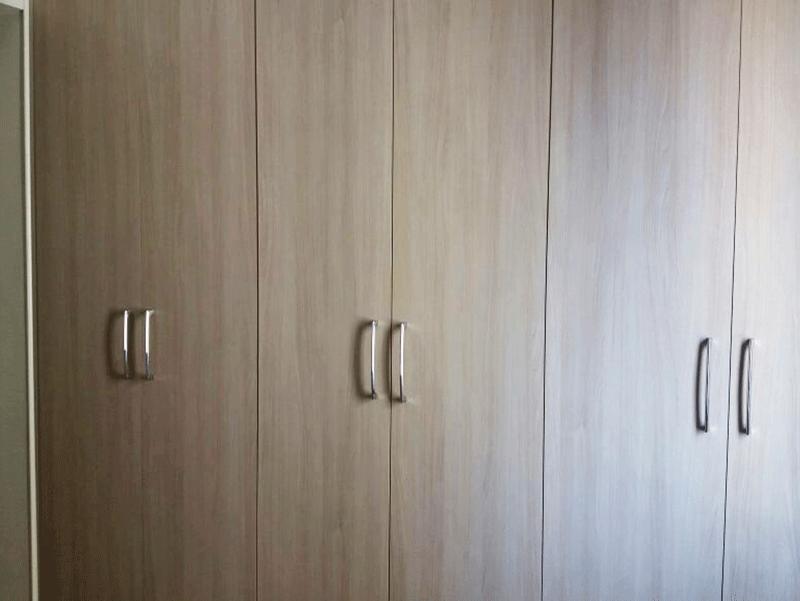 Sacomã, Apartamento Padrão-1º Dormitório com piso de vinílico, teto com moldura de gesso e armários embutidos.
