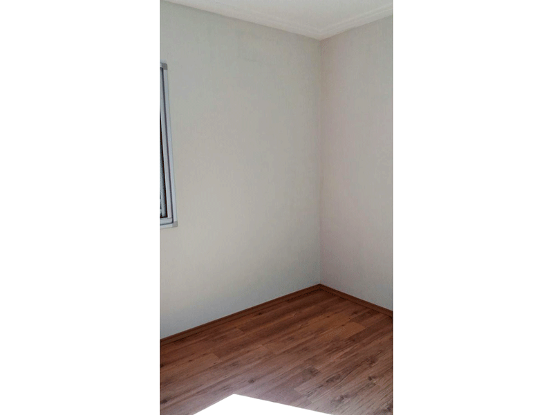 Sacomã, Apartamento Padrão-2º Dormitório com piso de vinílico, teto com moldura de gesso e armários embutidos.