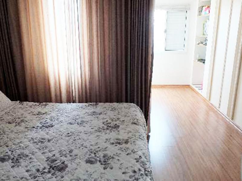 Ipiranga, Apartamento Conjugado-Suíte e dormitórios com piso laminado e armários.