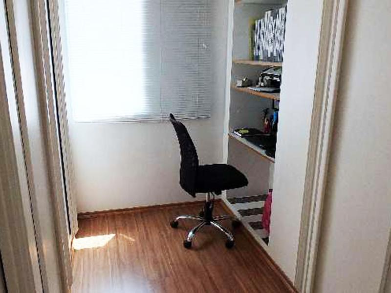 Ipiranga, Apartamento Conjugado-Dormitórios com piso laminado e armários.