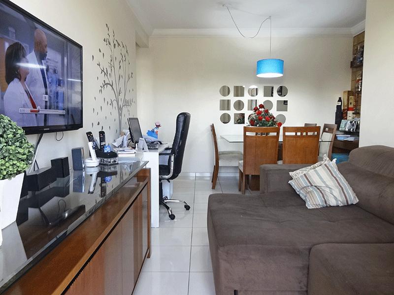 Sacomã, Apartamento Padrão-Sala em L com piso cerâmica, teto com moldura de gesso e acesso à sacada.