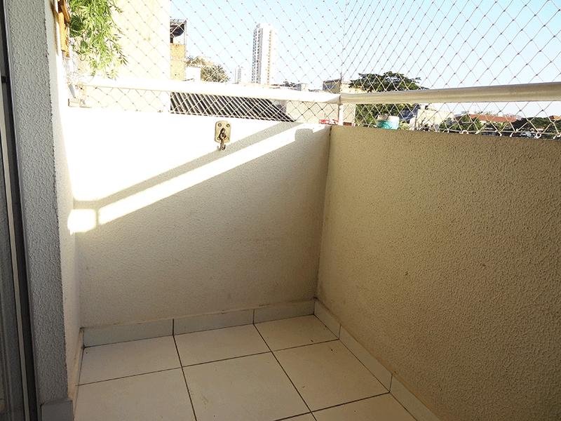 Sacomã, Apartamento Padrão-Sacada com piso de cerâmica, teto de madeira e tela de proteção.