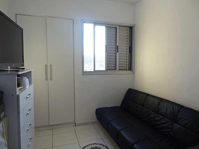 Sacomã, Apartamento Padrão-3º dormitório com piso de cerâmica e armários embutidos.