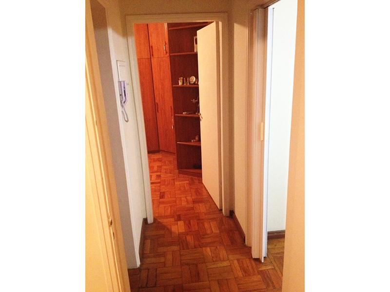 Ipiranga, Apartamento Padrão-Sala e corredor com piso de taquinho.