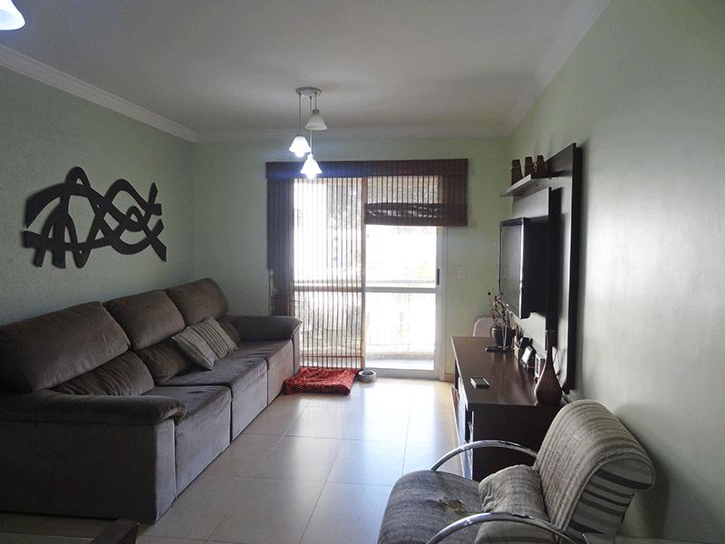 Sacomã, Apartamento Padrão - Sala retangular com piso de porcelanato, teto com moldura de gesso acesso à varanda.