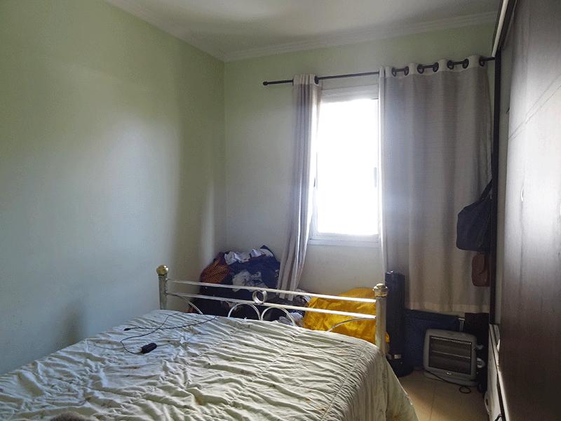 Sacomã, Apartamento Padrão-Suíte com piso de cerâmica e teto com moldura de gesso.