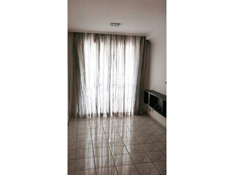Sacomã, Apartamento Padrão - Sala retangular com piso de cerâmica e acesso à varanda.