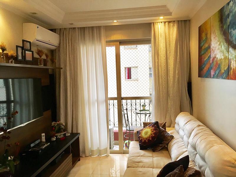Ipiranga, Apartamento Padrão - Sala com piso de porcelanato, teto com sanca e moldura de gesso, iluminação embutida e entrada para instalação de ar condicionado.