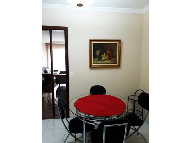 Ipiranga, Apartamento Padrão-Cozinha com piso cerâmica, teto com moldura de gesso, pia de granito com gabinete e armários planejados.