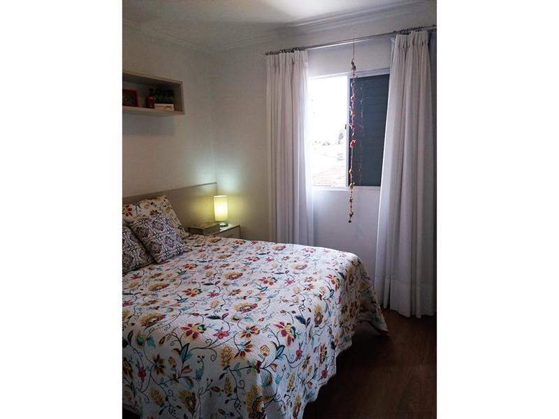Sacomã, Apartamento Padrão-Suíte com piso laminado, teto com moldura de gesso e armários.