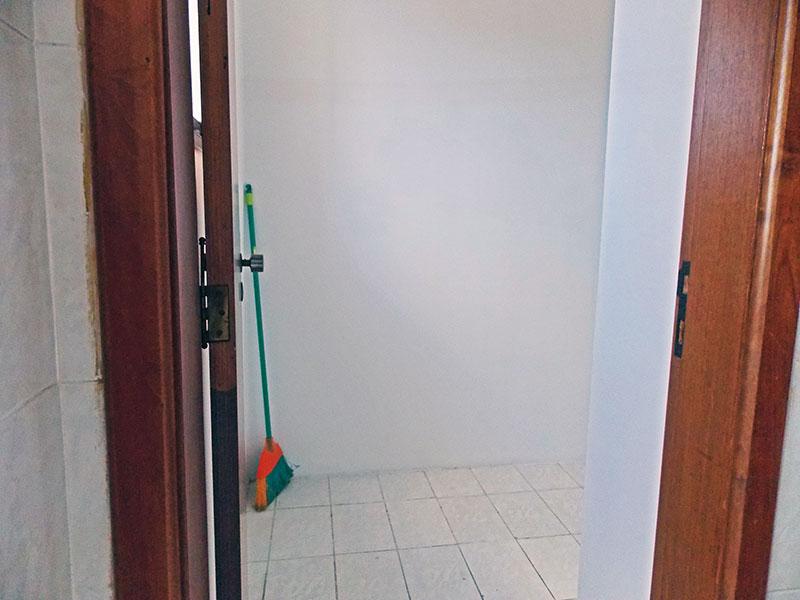 Ipiranga, Apartamento Padrão-Dependência de empregada com piso de cerâmica.