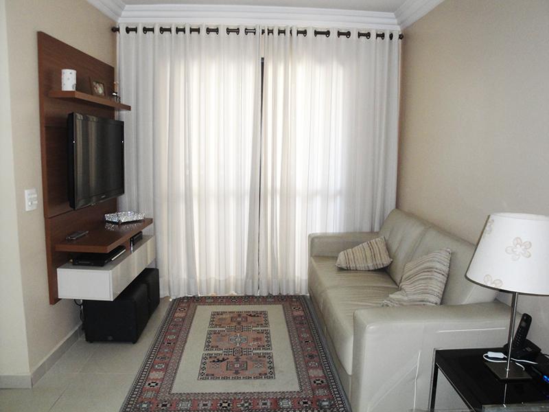 Jabaquara, Apartamento Padrão - Sala com piso de porcelanato, teto com moldura de gesso e acesso a sacada.