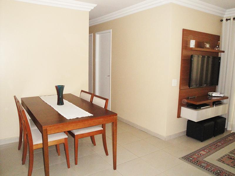 Jabaquara, Apartamento Padrão-Sala com piso de porcelanato, teto com moldura de gesso e acesso a sacada.