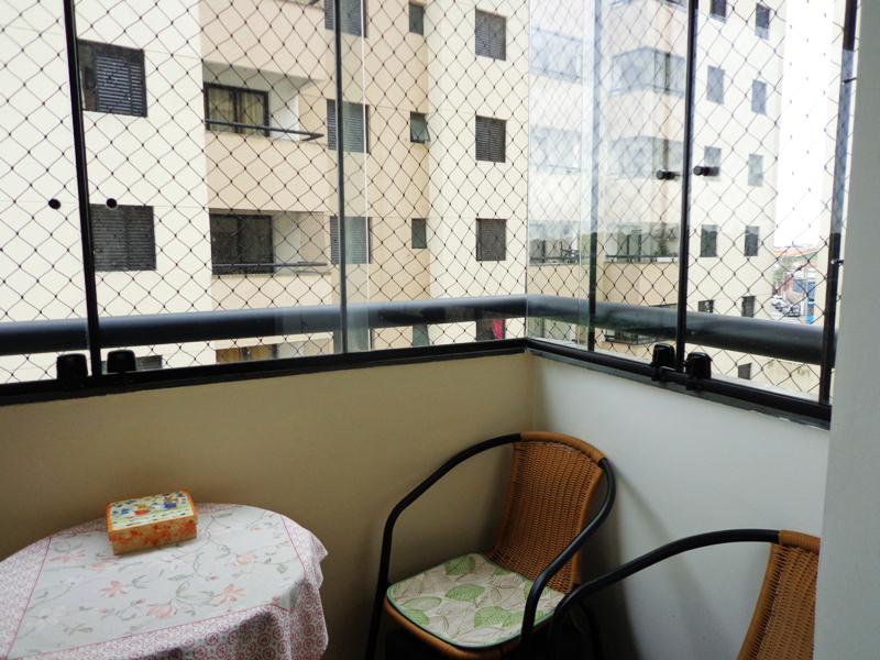 Jabaquara, Apartamento Padrão-Sacada envidraçada com tela de proteção.