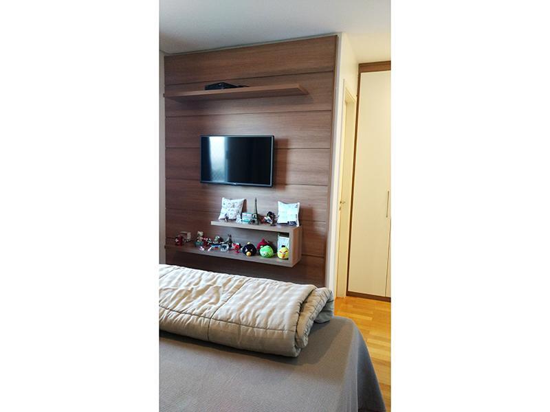 Ipiranga, Apartamento Padrão-Suíte com piso de madeira e closet.