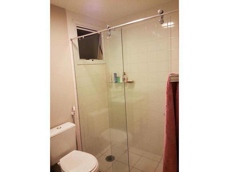 Ipiranga, Apartamento Padrão-Banheiro da suíte com piso de cerâmica, pia de granito com gabinete e box de vidro.