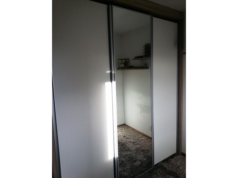 Ipiranga, Apartamento Padrão-Dormitório com piso de madeira e armários planejado.