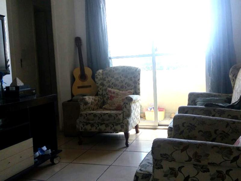 Sacomã, Apartamento Padrão-Sala com piso de cerâmica e acesso a varanda