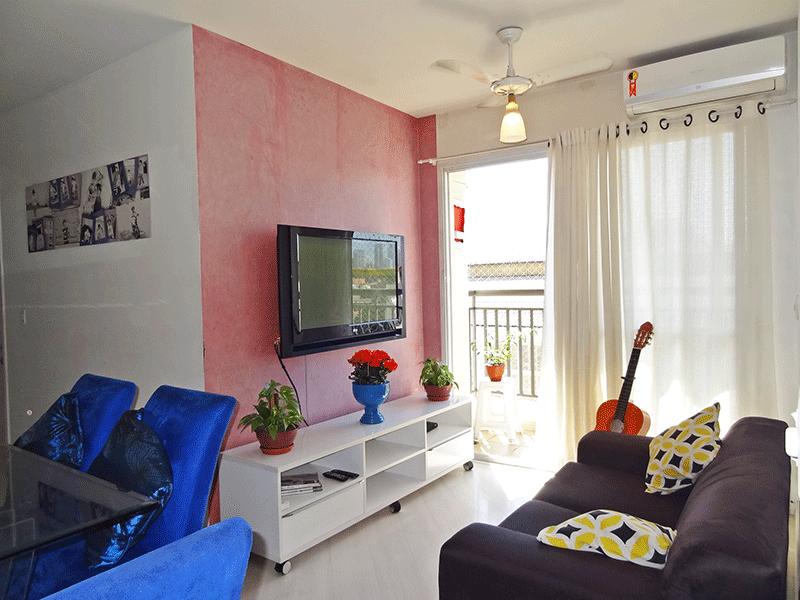 Ipiranga, Apartamento Padrão - Sala em L com piso laminado e acesso à varanda.