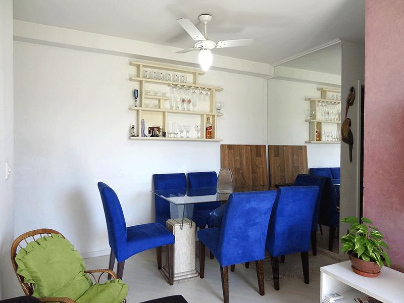 Ipiranga, Apartamento Padrão-Sala em L com piso laminado e acesso à varanda.