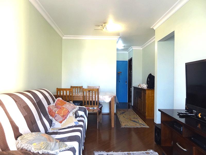 Sacomã, Apartamento Padrão-Sala retangular com piso laminado, teto com moldura de gesso e acesso à sacada.