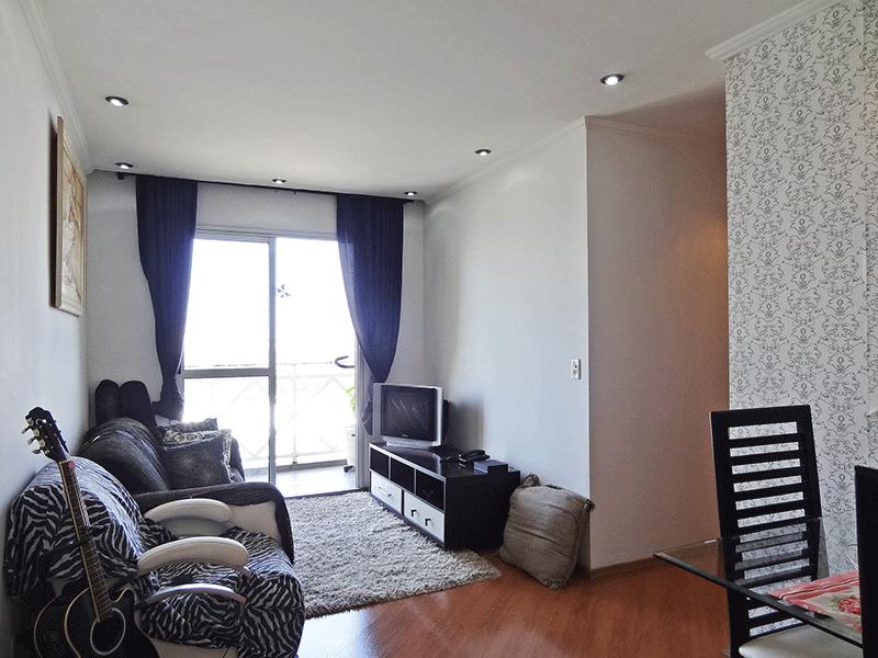 Sacomã, Apartamento Padrão - Sala retangular com piso laminado, iluminação embutida e acesso à varanda.