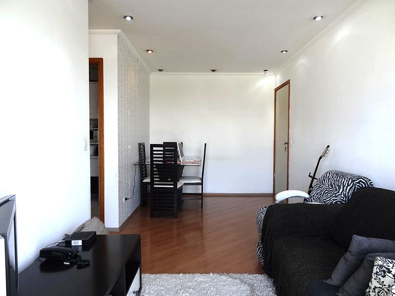 Sacomã, Apartamento Padrão-Sala retangular com piso laminado, iluminação embutida e acesso à varanda.