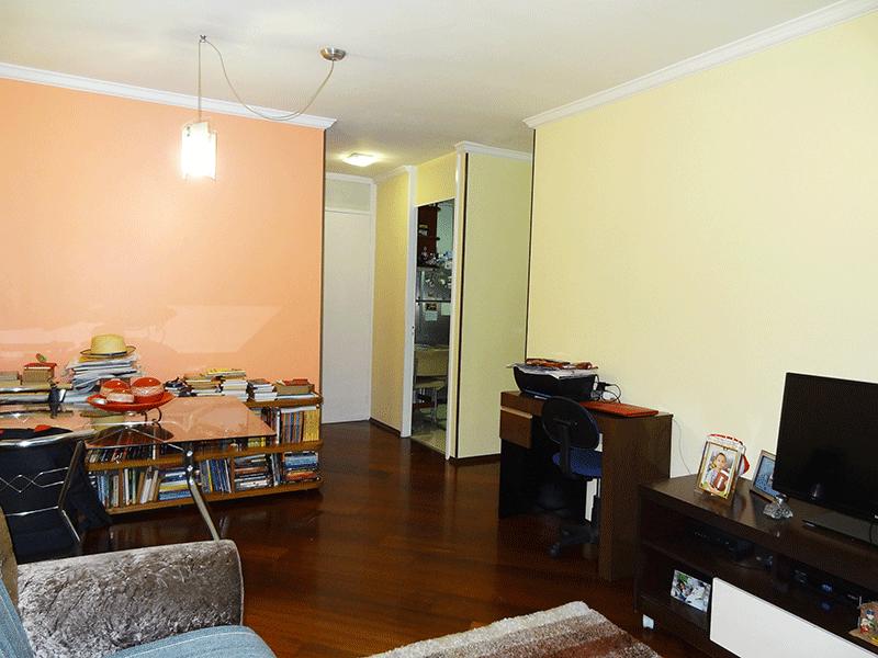 Sacomã, Apartamento Padrão-Sala com dois ambientes, piso tábua de madeira e teto com moldura de gesso.