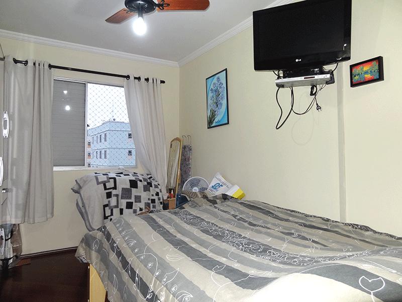 Sacomã, Apartamento Padrão-1º dormitório com piso tábua de madeira e teto com moldura de gesso.