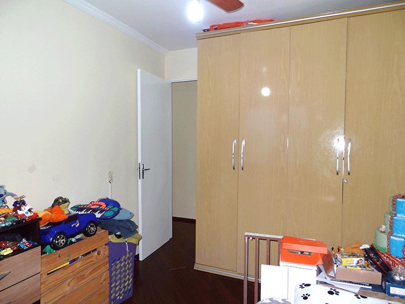 Sacomã, Apartamento Padrão-2º dormitório com piso tábua de madeira e teto com moldura de gesso.