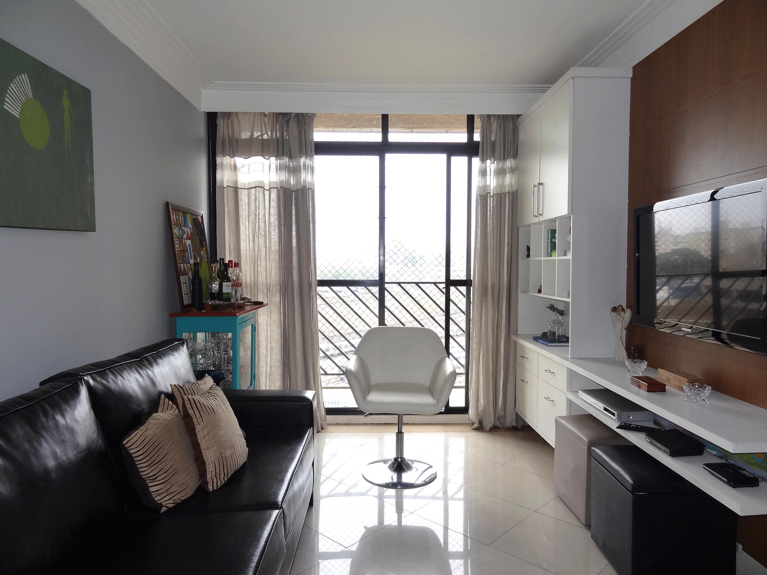 Jabaquara, Apartamento Padrão - Sala em L com piso de porcelanato, teto com sanca de gesso, iluminação embutida e acesso à varanda.