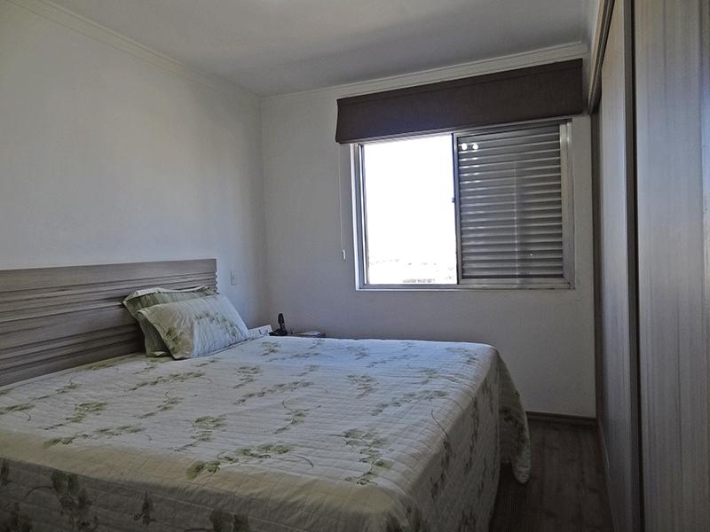 Ipiranga, Apartamento Padrão-1º dormitório com piso laminado, armários planejados e teto com moldura de gesso.