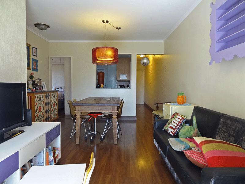 Ipiranga, Apartamento Padrão-Sala em L com piso laminado, teto com moldura de gesso e acesso à varanda.