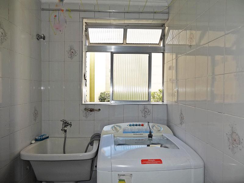 Sacomã, Apartamento Padrão-Área de serviço com piso de cerâmica e teto com moldura d e gesso.