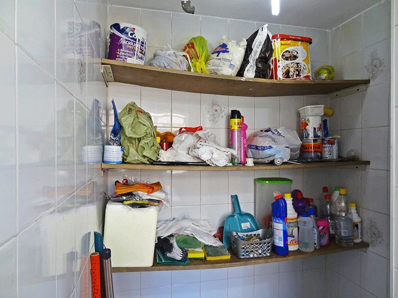 Sacomã, Apartamento Padrão-Banheiro de serviço com piso de cerâmica (usado como despensa).