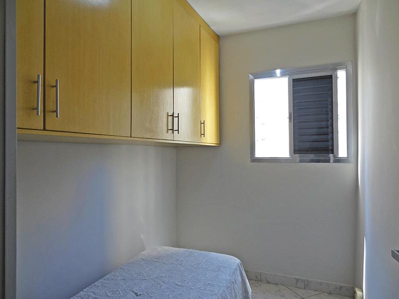 Sacomã, Apartamento Padrão-Dependência com piso de cerâmica e armários planejados.