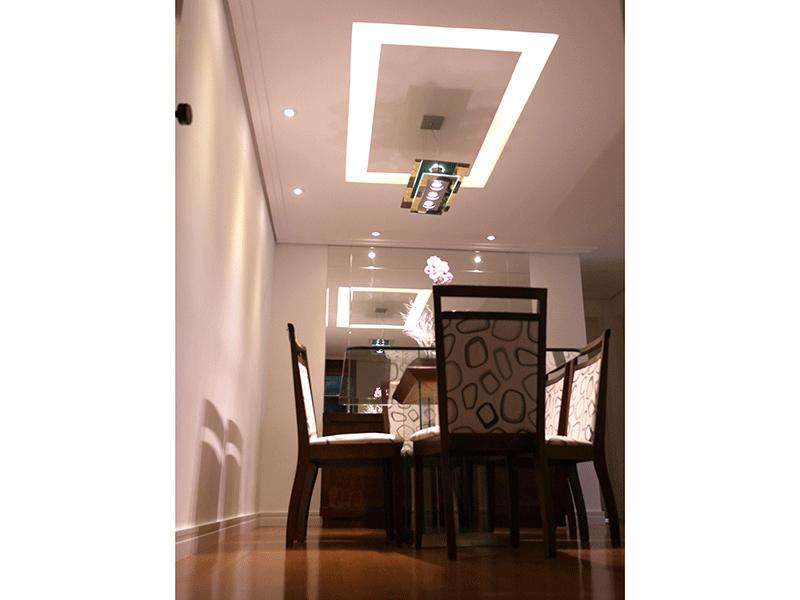 Sacomã, Apartamento Padrão - Sala com dois ambientes, piso laminado, teto com sanca de gesso e iluminação embutida.