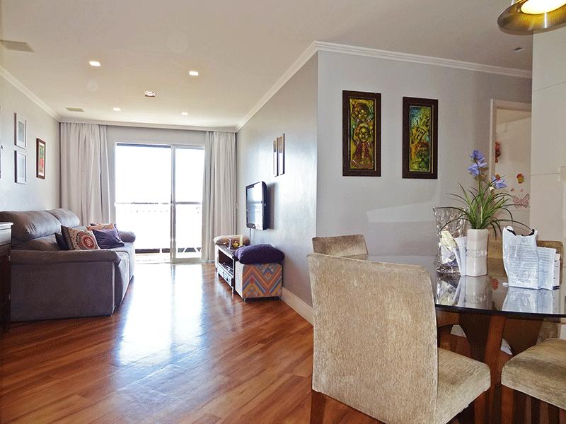 Ipiranga, Apartamento Padrão - Sala em L com piso com piso laminado, teto com moldura de gesso, iluminação embutida e acesso à sacada.