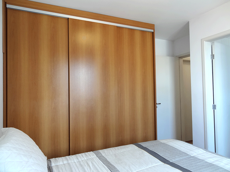 Jabaquara, Apartamento Padrão-Suíte com piso laminado e armários planejados.