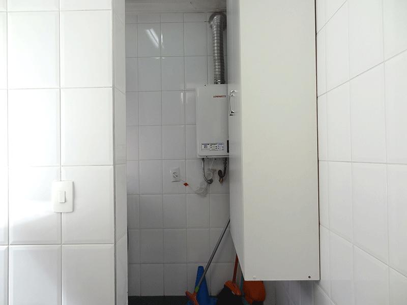 Jabaquara, Apartamento Padrão-Área de serviço com piso de porcelanato, aquecedor de passagem e teto com moldura de gesso.