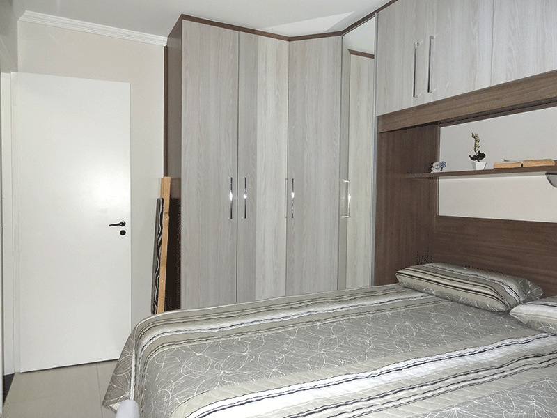 Sacomã, Apartamento Padrão-1º dormitório com piso com piso de porcelanato, armários planejados e teto com moldura de gesso.