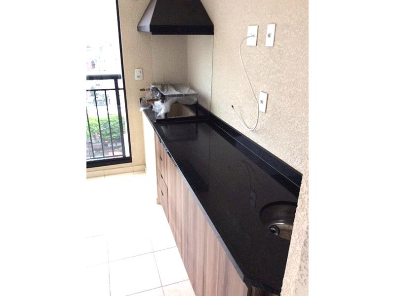 Sacomã, Apartamento Padrão-Varanda gourmet envidraçada, piso de cerâmica e tela, pia de granito, gabinete e churrasqueira.